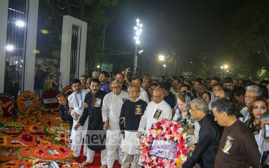 BNP Chairperson Khaleda Zia and other party leaders pay tribute to the Language martyrs at the Central Shaheed Minar on Tuesday. Photo: mostafigur rahman