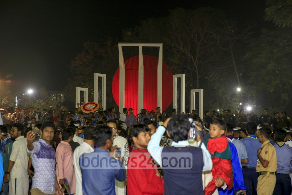 Bangladeshis from all walks of life gather at the Central Shaheed Minar on Tuesday after it is opened to the public. Photo: mostafigur rahman