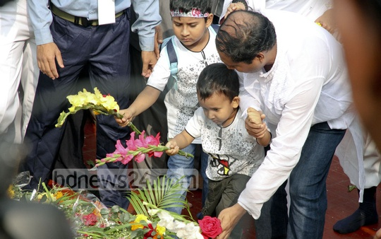 Young and old alike pay tribute to the Language martyrs at the Central Shaheed Minar on Tuesday. Photo: tanvir ahammed