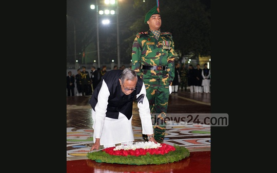 President Md Abdul Hamid places a wreath at the Central Shaheed Minar to pay respects to the Language Movement martyrs in the first hours of Monday.