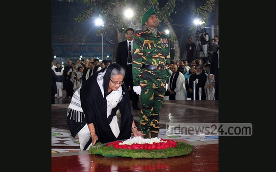Prime Minister Sheikh Hasina places a wreath at the Central Shaheed Minar to pay respects to the Language Movement martyrs in the first hours of Monday.