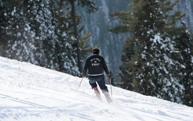 A man skis in the powder snow at the top of the ski resort in Malam Jabba, Pakistan, Feb 7, 2017. Reuters