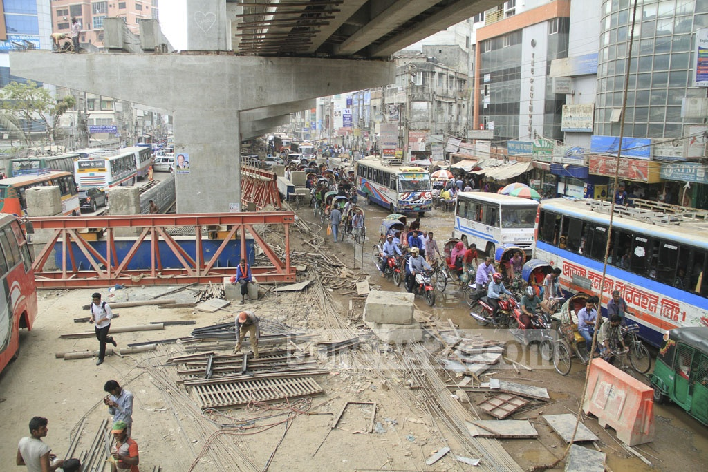 Traffic hold-up lasts through the day as the road in Malibagh gets narrowed down due to careless flyover work.