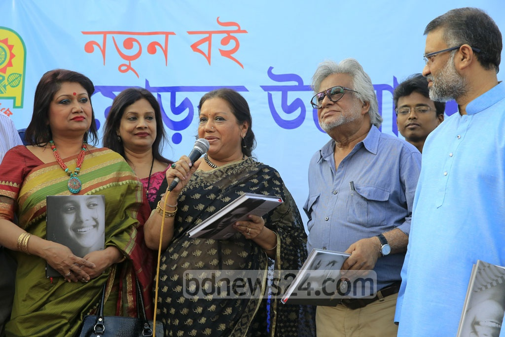Sarah Begum Kabori, known as the 'sweet damsel' of Bangla cinema, speaking at the launching ceremony of her memoirs at the Ekushey Book Fair on Saturday. bpl, a sister concern of bdnews24.com is the publisher of the book 'Smriti Tuku Thaak'.