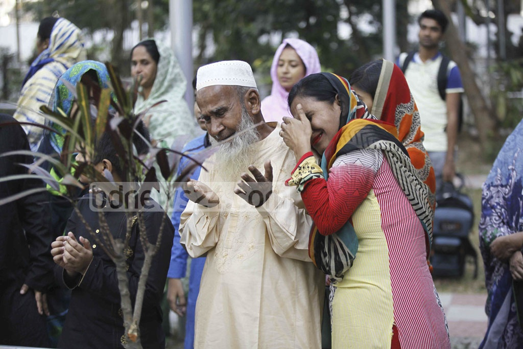 Relatives of the army officers, who were killed in BDR mutiny eight years ago, offer prayer for the departed souls while some break down in tears at the graveyard in Bannai on Saturday.