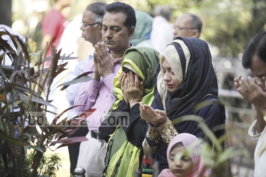 Relatives of the army officers, who were killed in BDR mutiny eight years ago, offer prayer for the departed souls at the graveyard in Bannai on Saturday.