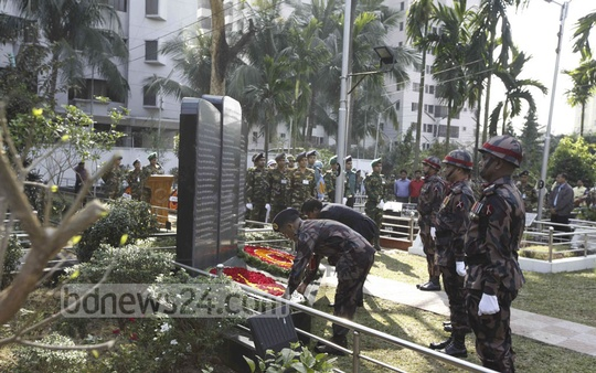 Army officials place floral wreath at the graveyard as a sign of respect to the BDR mutiny victims in Banani on Saturday. The officers were killed in 2009 in rebellion inside Pilkhana BDR headquarter.