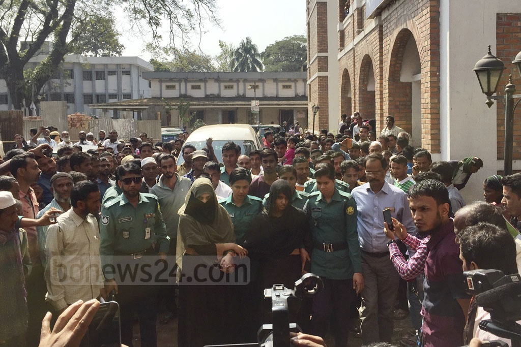 College student Khadiza Begum Nargis goes to a Sylhet Court on Sunday to testify in the court case over her assault at the hands of Bangladesh Chhatra League leader Badrul.