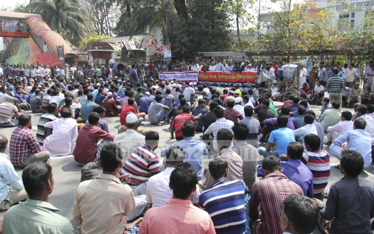 Bangladesh Hawkers Sangram Parishad protests against the eviction of hawkers and demands their resettlement in front of the National Press club in Dhaka on Sunday. Photo: asif mahmud ove