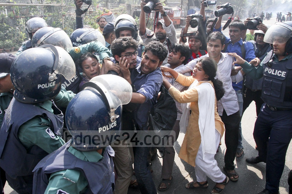 Police chase away demonstrators in Dhaka during half-day Left-sponsored general shutdown protesting gas prices hike. Photo: tanvir ahammed