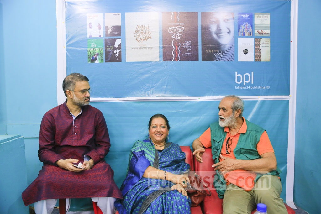 Kabori, the 'sweet damsel' of Bangla cinema, is pictured with poet Mohammad Nurul Huda and bdnews24.com Editor-in-Chief Toufique Imrose Khalidi at the bpl stall.