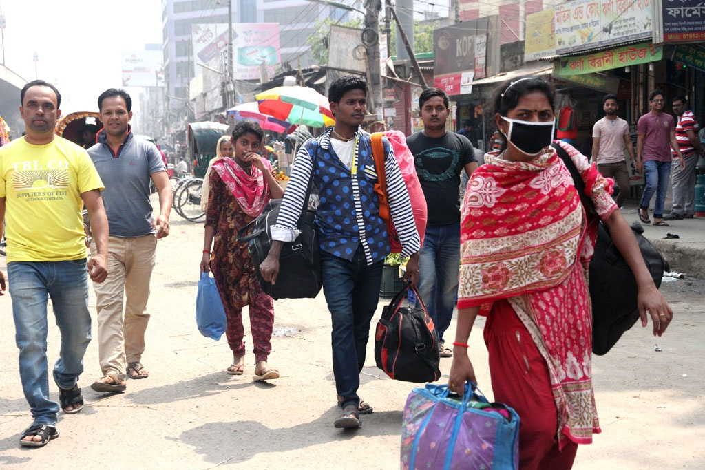 Travellers were stranded at Dhaka's Syedabad Bus Stand due to the nationwide transport strike that spilled into a second day on Wednesday. The strike was however called off in the afternoon. Photo: tanvir ahammed