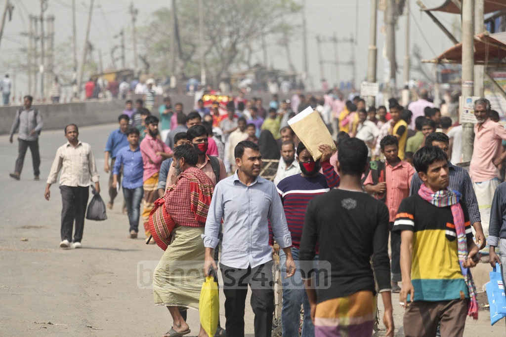 Travellers were stranded at Dhaka's Gabtoli Bus Stand due to the nationwide transport strike that spilled into a second day on Wednesday. The strike was however called off in the afternoon. Photo: asif mahmud ove