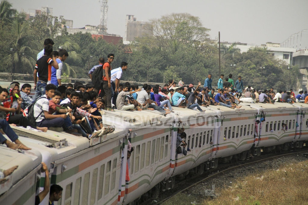 Trains ferried more passengers than usual during a transport strike that left cities without buses. Photo taken from Dhaka's Kamalapur Railway Station. Photo: abdul mannan