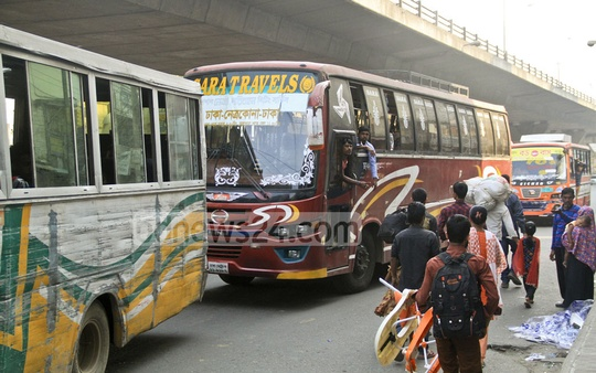 Buses pick up passengers at Dhaka's Mohakhali on Wednesday afternoon, at the end of a nationwide transport strike that went on for two days. Photo: abdul mannan