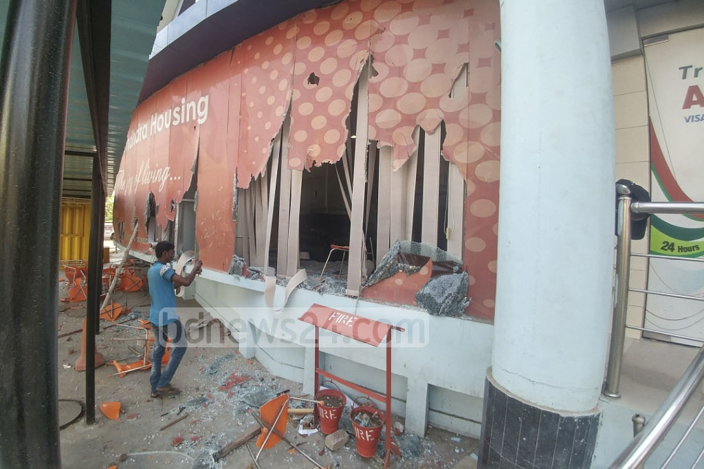 Several offices and establishments of Basundhara Group were vandalised by NSU students on Thursday. Photo: abdul mannan