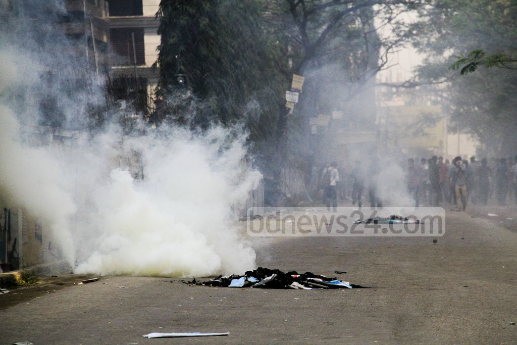 Police hurls tear gas to break up gathered North South University students protesting an assault on fellow student by security guards at Dhaka's Bashundhara Residential Area on Thursday. Photo: abdul mannan