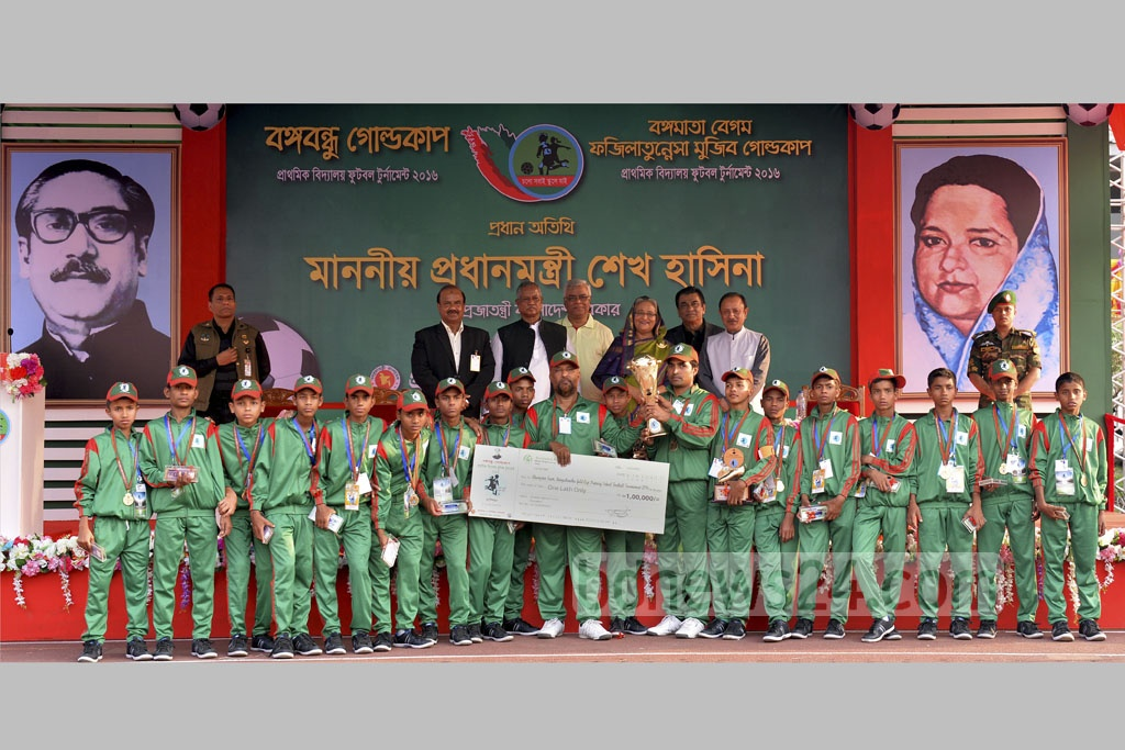 Prime Minister Sheikh Hasina with winners of the Bangabandhu Gold Cup Primary School Football Tournament 2016 at the Bangabandhu National Stadium in Dhaka on Thursday. Photo: PID
