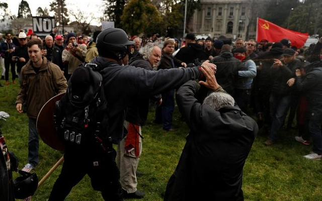 A demonstrator in support of US President Donald Trump sprays pepper spray towards a group of counter-protesters during a 'People 4 Trump' rally in Berkeley, California March 4, 2017. REUTERS