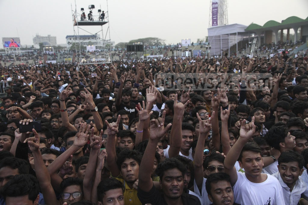A view of the jam-packed Army Stadium during 'Joy Bangla Concert' on Tuesday. Photo: tanvir ahammed