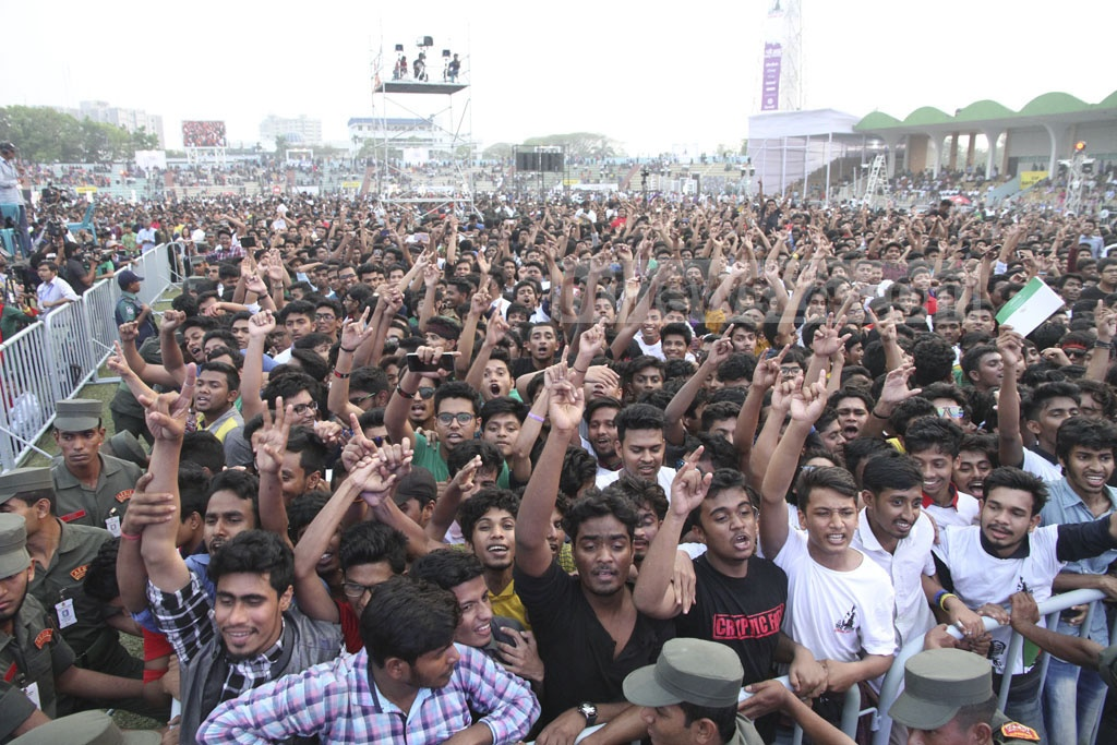 Youths thronged Dhaka's army stadium on Tuesday for the 'Joy Bangla Concert' organised to mark the historic March 7. Photo: tanvir ahammed