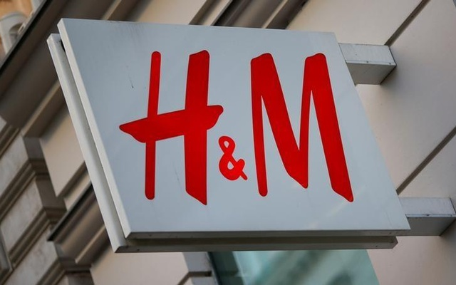 The logo of Swedish fashion lebel H&M is seen outside a store in Vienna, Austria, October 1, 2016. Reuters