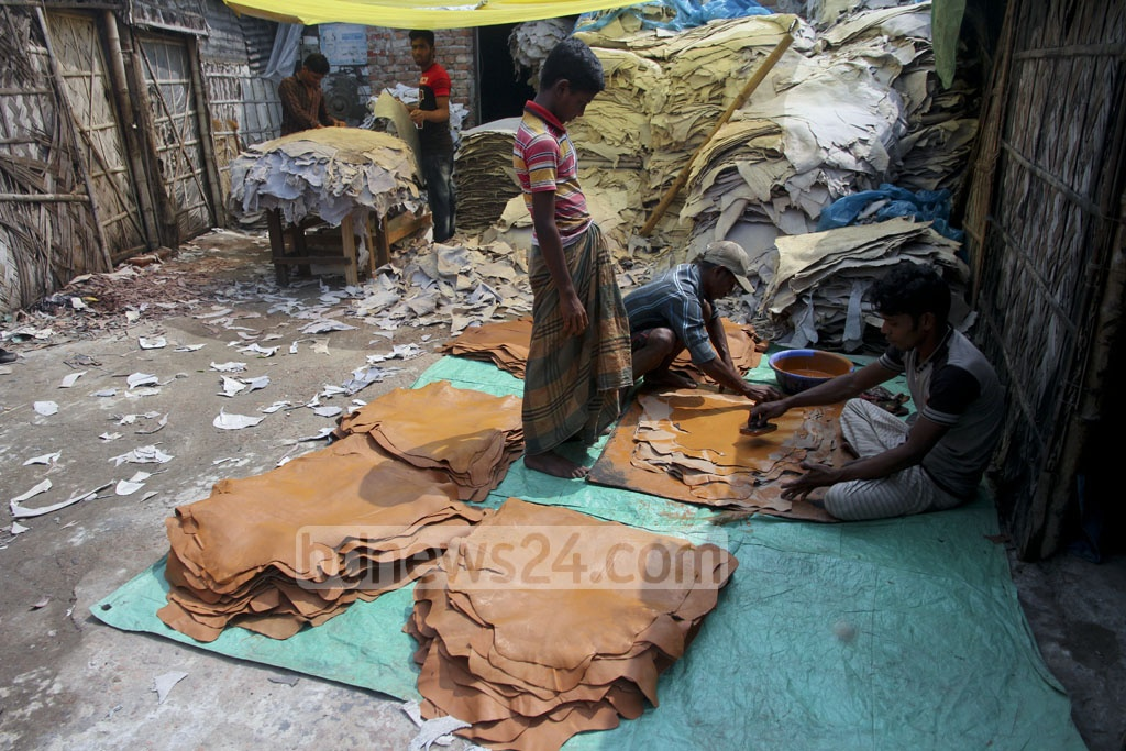 Tannery factories in Hazaribagh are operating in full swing on Tuesday despite a court order to snap gas, electricity and water supplies to the factories in a bid to shut down the tanneries inside the city. Photo: tanvir ahammed