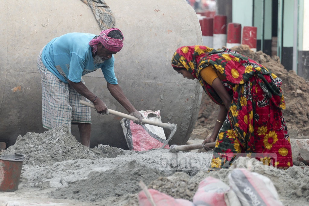 Women work with men in construction works. Photo: asif mahmud ove