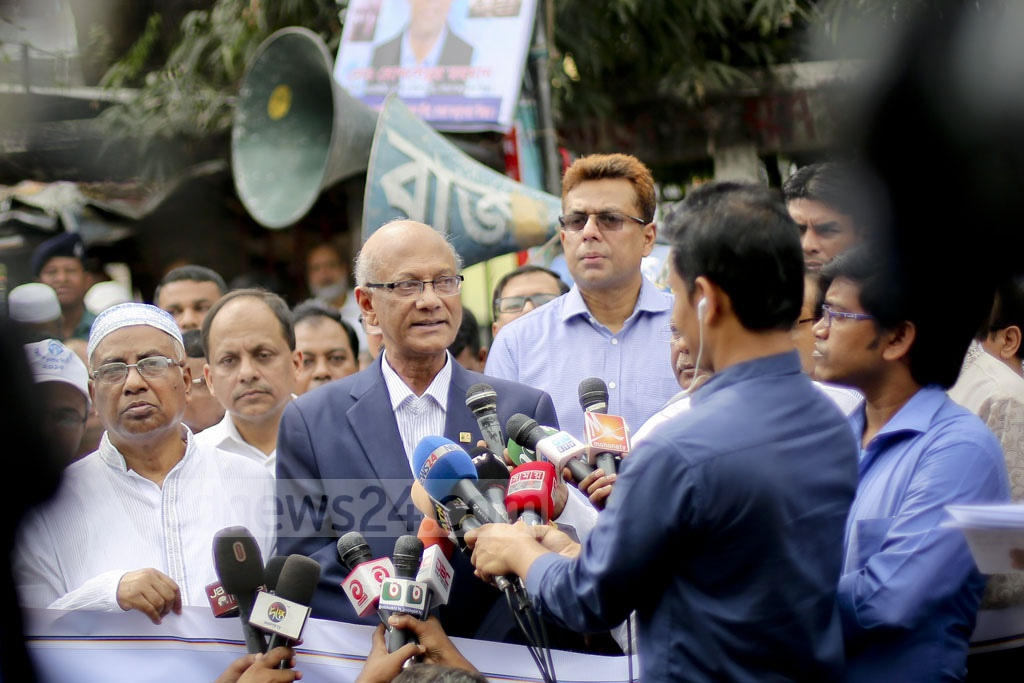 Education Minister Nurul Islam Nahid speaking at the human-chain demonstration against corruption in front of the National Press Club. Photo: asaduzzaman pramanik