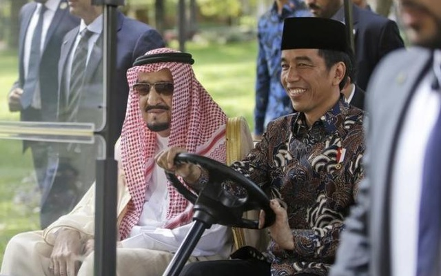 Hundreds of Saudis attend Abe's banquet for King Salman