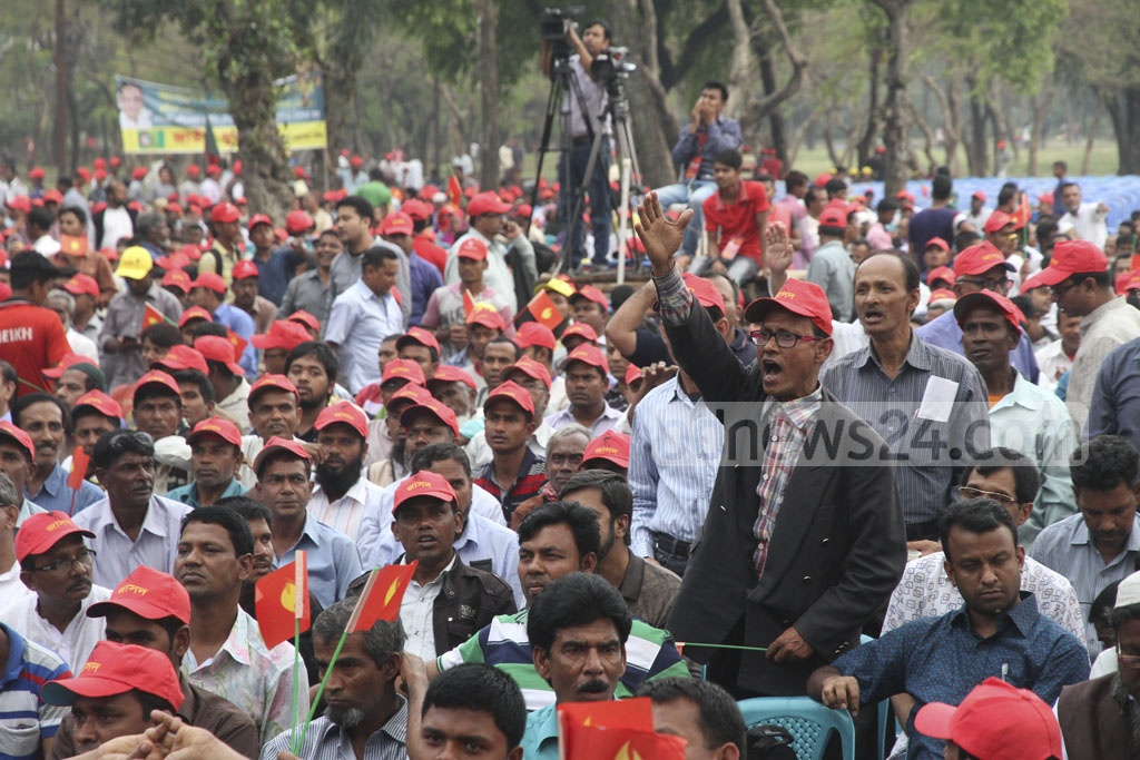 A section of the audience and activist attend the rally of the Inu-led JaSoD at Suhrawardy Udyan on Saturday.