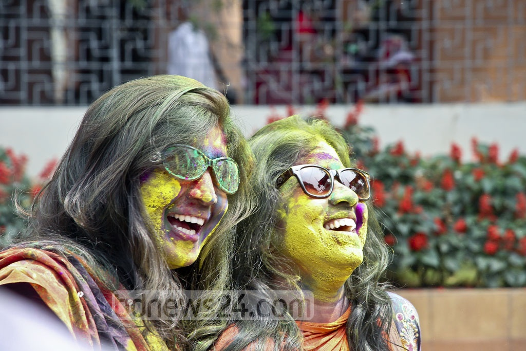 Youths celebrate Dol festival at Dhakeshwari National Temple on Sunday. Photo: tanvir ahammed