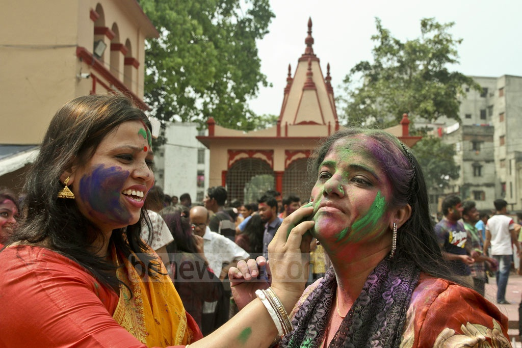 Smudging each other with colours is part of the rituals during Dol festival. The picture is taken from the Dhakeshwari National Temple. Photo: tanvir ahammed