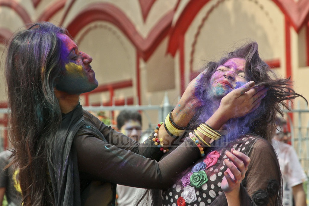 Girls smearing each other with colours during Dol festival at Dhakeshwari National Temple. Photo: tanvir ahammed