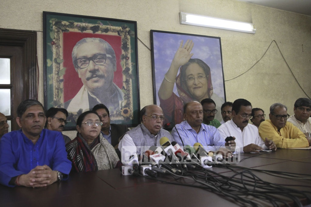 The Spokesperson for the ruling 14-party coalition Mohammed Nasim speaks at a press conference after a meeting of the coalition at Awami League chief's office at Dhanmondi on Sunday. Photo: asif mahmud ove
