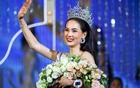 Contestant Jiratchaya Sirimongkolnawin of Thailand waves after she was crowned winner of the Miss International Queen 2016 transgender/transsexual beauty pageant in Pattaya, Thailand, March 10, 2017. Reuters