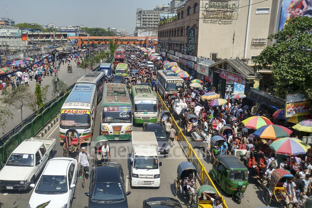 Traffic went haywire at the Mirpur Road on Monday when the students from the College of Home Economics laid a siege to the New Market intersection demanding to make their college an institute of Dhaka University. Photo: abdul mannan