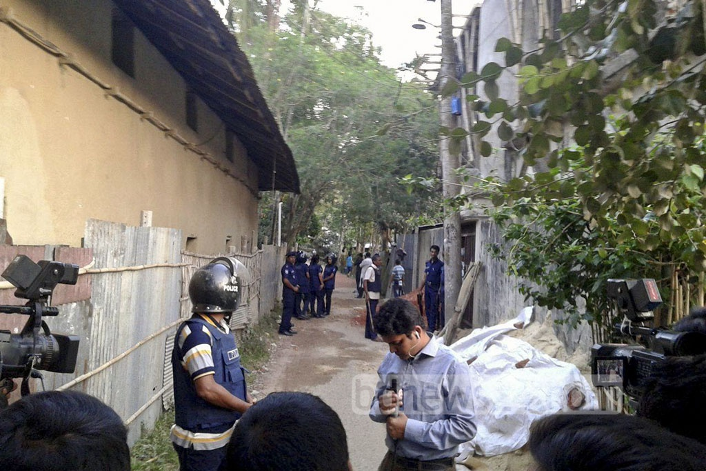Police raid two houses, suspected to be the militant hideouts, at Chittagong's Sitakundu on Wednesday.