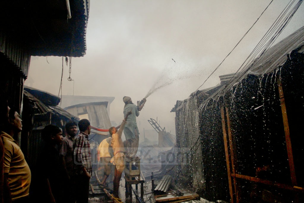Slum dwellers joined the fire-fighters after flames erupted at one of the largest slums in capital Dhaka early on Thursday. Photo: tanvir ahammed