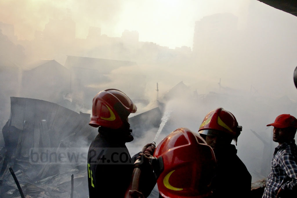 As many as 18 fire-fighting units rushed to the Korail slum at Dhaka's Mohakhali after a massive fire erupted at the early hours of Thursday. Photo: tanvir ahammed