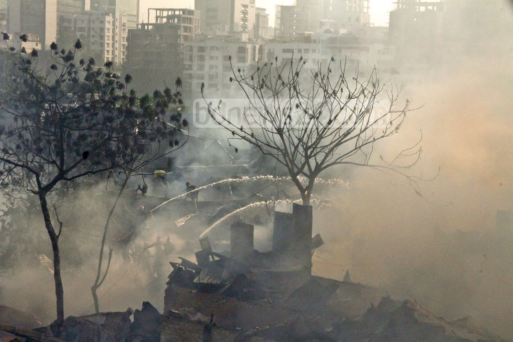Slum dwellers joined the fire service to put the flames which erupted early on Thursday. Photo: tanvir ahammed