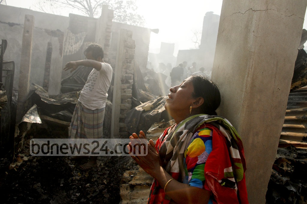 The Korail slum at Dhaka's Mohakhali is one of the largest slums in the capital with thousands of inhabitants. Many houses of the slum have been razed to the ground after a fire erupted at the early hours of Thursday. Photo: tanvir ahammed