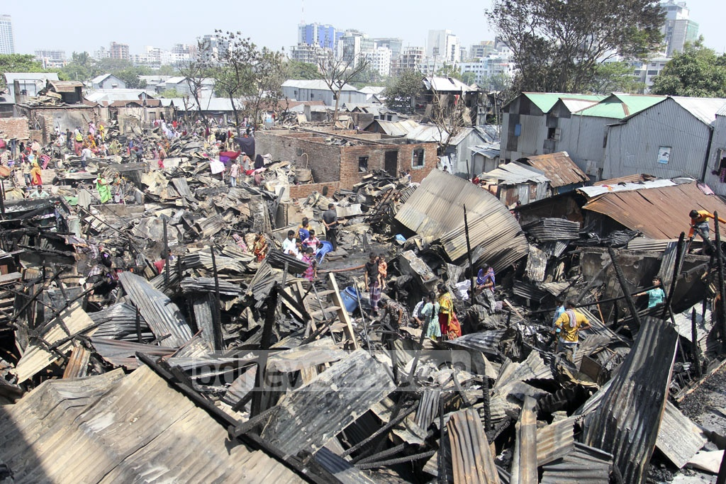 Residents of Dhaka's Korail slum search for their belongings after many houses at one of the largest slums in the capital were gutted in a fire on Thursday. Photo: asif mahmud ove