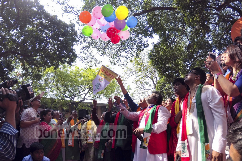 Dhaka University Vice-Chancellor AAMS Arefin Siddique releases balloons at the inauguration of 'Bangabandhu Utsab', a programme organised to mark Bangabandhu's 97th birth anniversary and National Children Day on Friday. Photo: asaduzzaman pramanik