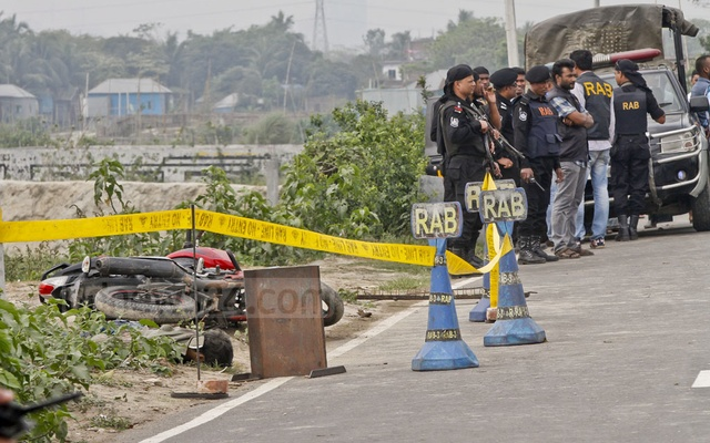 The suspected attacker's body and his motorcycle at the RAB check-post in Dhaka's Khilgaon.