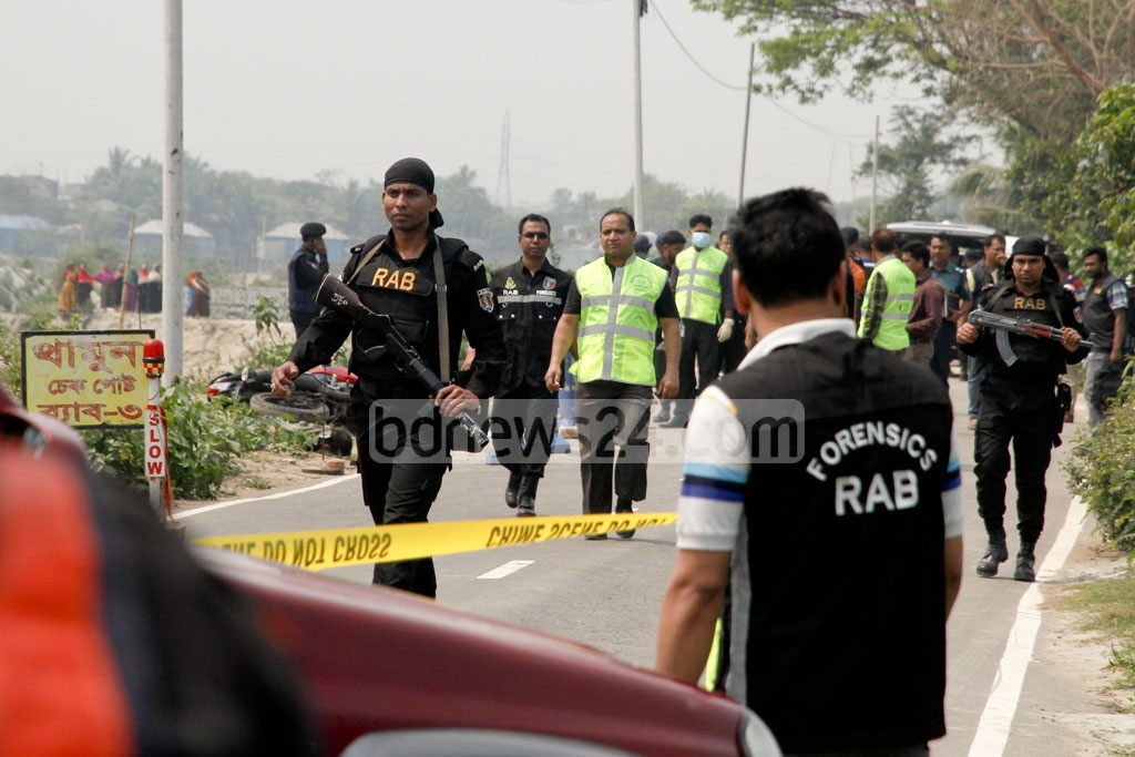 Forensic experts of RAB and the Criminal Investigation Department (CID) at the site of the attempted suicide attack on a RAB checkpost at Dhaka's Khilgaon on Saturday. Photo: tanvir ahammed