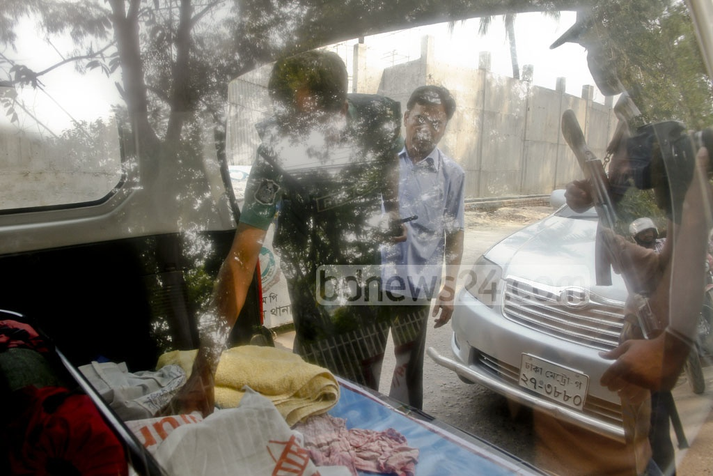 Security has been tightened in capital's diplomatic zone in Gulshan and Baridhara after two attempted suicide attacks on RAB - one in Ashkona and the other in Khilgaon. The picture is taken from a makeshift police checkpoint at Gulshan on Saturday. Photo: tanvir ahammed