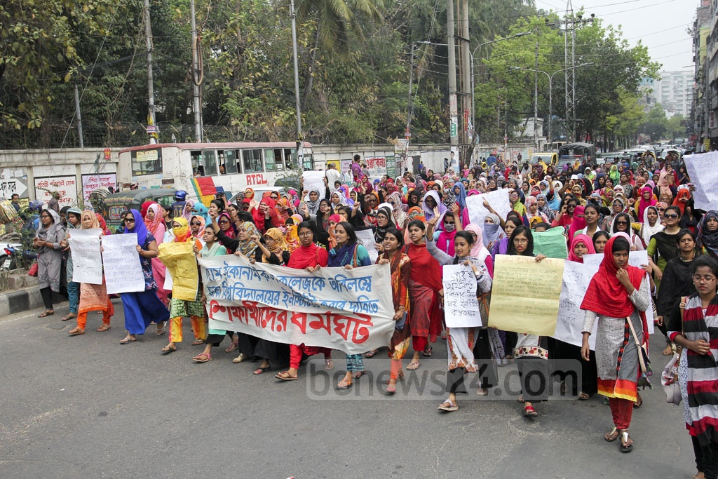 Students of the College of Home Economics brought out a procession in the capital on Saturday to press home their demand of transforming the College into an institute of Dhaka University. Photo: asif mahmud ove