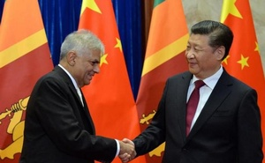Sri Lankan Prime Minister Ranil Wickremesinghe (L) shakes hands with Chinese President Xi Jinping before a meeting at Great Hall of the People in Beijing, China, April 8, 2016. Reuters