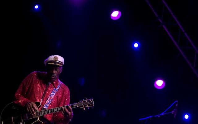 Rock and roll legend Chuck Berry performs during a concert in Santa Cruz de Tenerife, Canary Islands, March 28, 2008. Reuters